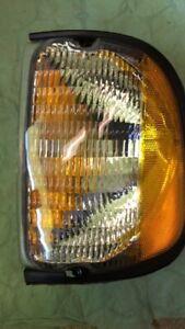 1992-2002 Ford Econoline Van rightt park/side marker light lamp NEW FO2521122