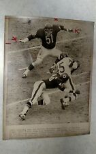 1967 NFL FOOTBALL WIRE PHOTO BEARS VS GIANTS ACTION DICK BUTKUS READY TO DESTROY