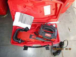 HILTI DG150 115v diamond grinder professional  kit with DPC 20  NEW  (972)