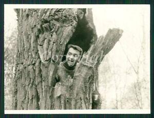 MAN HIDING INSIDE HOLLOW TREE UNUSUAL CRAZY Photo