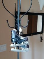 Vintage Bauer 'Hugger' Youth Hockey Ice Skates Size 10 for Display or Collection