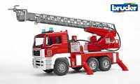 Bruder 02771 MAN Feuerwehr Drehleiter mit Wasserpumpe und Light und Sound Modul
