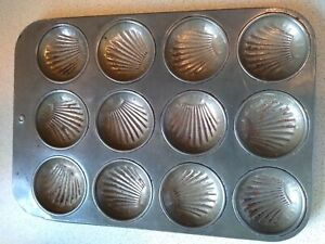 Vintage 12 Bun Muffin Mince Pie Tray Metal Baking Tin Shell Design