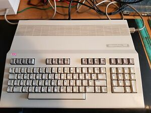 VERY RARE VINTAGE COMMODORE C128 COMPUTER SYSTEM (MINT)