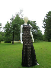 BETSY & ADAM Black/Nude Lace Beaded Sleeveless Formal-Size 4
