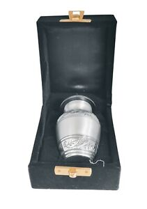 Silver Beautiful Small Keepsake Urn for Human Ashes - Qnty 1 - with Case