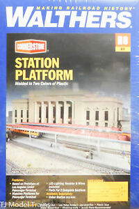 Walthers HO #933-3391 Station Platform (Plastic Kit) 1:87th Scale