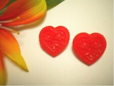 VINTAGE RED OPAQUE GLASS REALISTIC HEART WITH FLOWERS GOOFIE BUTTONS