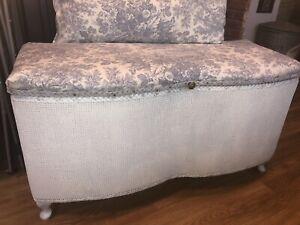 Shabby Chic/Vintage Lloyd Loom Style Scalloped Ottoman Blanket Storage Box
