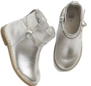BABY GAP Kids Silver Metallic Bow Booties Ankle Boots Shoes Toddler Size 6 NWT