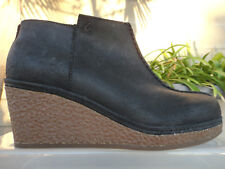 Olukai HUMU WEDGE Black Waxed Leather Ankle Boots Booties, Wmns' Size US7M