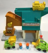 Vintage Fisher Price Little People Lift and Load Depot 1977 Fast Shipping