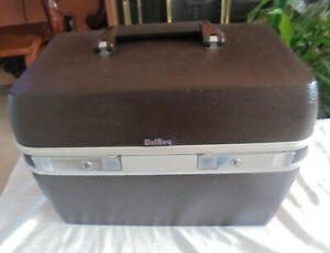 DELSEY VANITY HARDY SHELL BROWN CASE + KEY,MADE IN FRANCE.IN EXCELLENT CONDITION