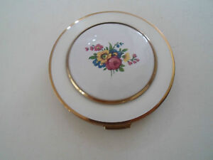 Gorgeous Vintage Retro White Compact With Brass Detail & Floral Design to Lid