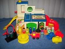 Vintage Fisher Price Sesame Street Clubhouse LIttle People Playset #937 Complete
