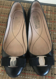 Salvatore Ferragamo Varina Flats In Black S6