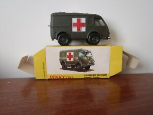 DINKY TOYS AMBULANCE MILITAIRE RENAULT CARRIER 807