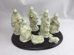Home for the Holidays Large Porcelain Nativity Set 7 Figures Gold Trim w Wood Ba