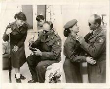 JUDAICA ISRAELI DEFENSE MINISTER MOSHE DAYAN WITH DAUGHTER & ORIGINAL 1959 PHOTO