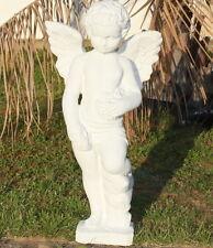 Statue grand ange avec des roses en pierre reconstituée, ton pierre blanche