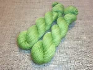 Corriedale DK weight yarn, 100g, APPLE GREEN