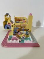 Schoolhouse Polly Pocket Pollyville Bluebird WORKS 1993 - Missing Mitzi and hoop