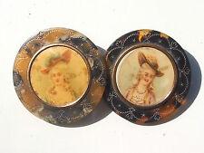 LOT de 2 BEAUX BOUTONS ANCIENS d'époque fin XIXème avec COURTISANE / Dt 3,2cm