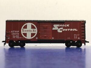 "HO Scale ""Santa Fe"" ATSF 12079  40' ""Shock Control"" Freight Train Box Car 2/2"