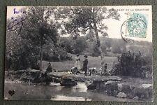 CPA. CAMP de la COURTINE. 23 - Paysage. Lavoir. Lavandières. Enfant. Pêche Ligne