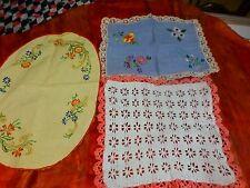lot 3napperons faits main ,vintage coton crochet et broderies main