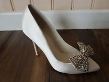 c65fda370b34 Ivory Satin Wedding Bridal Court Shoe Diamonte Bow Size  41 UK8 by Menbur