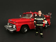 FIREFIGHTER FIRE CHIEF FIGURE 1:18 SCALE MODEL BY AMERICAN DIORAMA 77459
