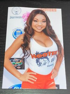 4x6 GLOSSY PHOTO ~ Sexy Busty Brunette HOOTERS BABE posing ~ hot picture (#V223)