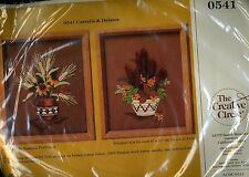 VINTAGE   CATTAILS and DAISIES 1986 THE CREATIVE CIRCLE EMBROIDERY KIT # 0541