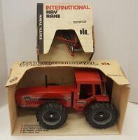 Vtg ERTL International 2+2 Tractor 1/16th Scale & Hay Rake 446 464 6388 IH Metal