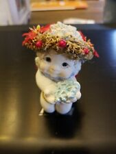 Dreamsicles figurine collectable, cherubs is holding a snowflake.
