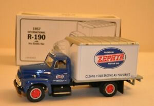 First Gear Collectible 1957 International R-190 With Dry Goods Van 1:34 Scale