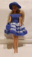 Puppenkleidung.passend für Barbiepuppe,Kleid Tasche + Hut Handarbeit 6316