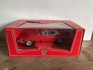 1961 JAGUAR E-TYPE CABRIOLET 1:18 SCALE MODEL SNAP ON 40 YEARS SPECIAL