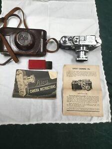 Vintage Leica IIIC Rangefinder 35mm camera with 5cm f2 Summitar lens.