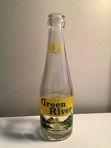 Green River 7oz ACL Soda Bottle Chicago, Ill 1949