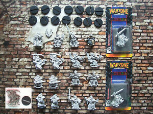 Warzone Brotherhood Church lot #02 (19 figurines)
