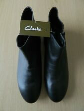 """CLARKS """"MORGAN"""" LADIES Size 7 BLACK ANKLE BOOTS BRAND NEW WITH TAGS"""