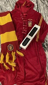 WAND & Deluxe Harry Potter Quidditch Costume Robe Wizard Fancy Dress & Scarf