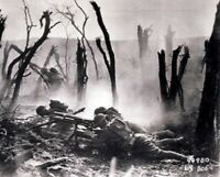 US Soldiers Machine Gun Crew laying down fire 8x10 WWI WW1 Photo 27