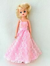 VINTAGE PEDIGREE CUT AND STYLE SINDY DOLL 1984 in PINK DRESS