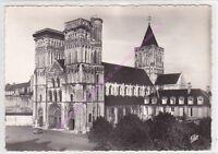 CPSM 14000 CAEN Eglise de la Trinité Abbaye aux Dames voiture 2cv garée Edt CAP