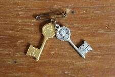 Vintage Paulus VI Pont Max Ricordo di Roma Key Pin Pope Souvenir