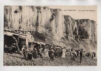 LE TREPORT - Au pied des falaises   (J1642)