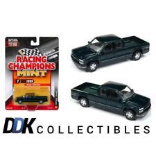 Auto World C007-1G 1999 Chevy Silverado Meadow Green Diecast Car 1:64